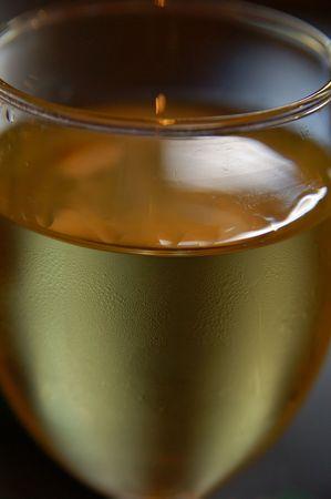白ワインは、フィールドの浅い深さでトリミング