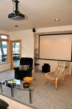 home theater: stanza con un sistema home theater