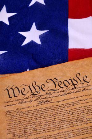 constitucion: Pre�mbulo de la Constituci�n de los EE.UU. con las estrellas y las rayas en el fondo Foto de archivo