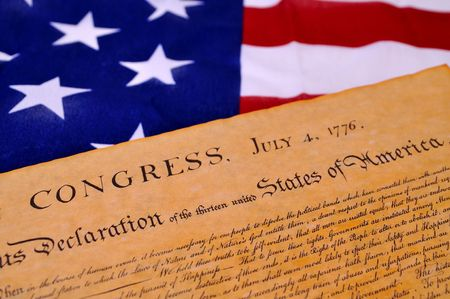 constitucion: Declaraci�n de la Independencia con bandera de los Estados Unidos de fondo
