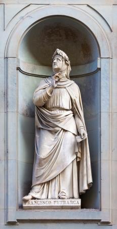 francesco: Stone statue of Francesco Petrarca