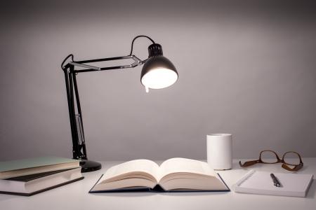 elektrizit u00e4t: Tischlampe Lizenzfreie Bilder