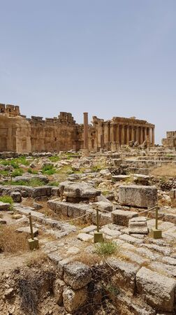 The rectangular Great Court. The ruins of the Roman city of Heliopolis or Baalbek in the Beqa Valley. Baalbek, Lebanon - June, 2019 免版税图像