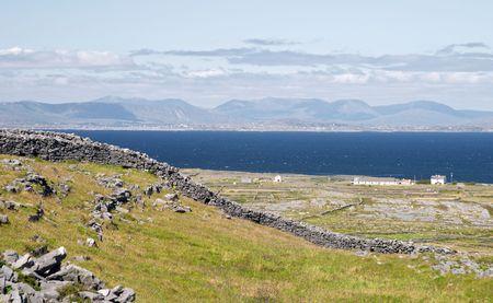 aran islands: Vista desde Dun Aonghasa, las Islas Aran, Irlanda
