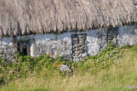 aran islands: Irlandesa tradicional casa de campo, las islas Aran Foto de archivo