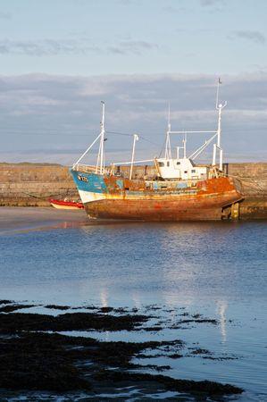 aran islands: Antiguo barco de pesca, las islas Aran