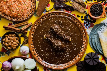 Mole Mexicano, ingrédients de mole de Poblano, nourriture épicée mexicaine traditionnelle au Mexique