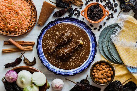 Mole Mexicano, mole poblano ingredientes, comida picante mexicana tradicional en México
