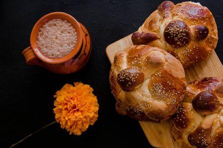 Pan de Muerto, pan dulce mexicano en la celebración del Día de Muertos en México Foto de archivo