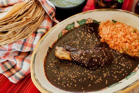 Mole Poblano Traditionelles mexikanisches Essen mit Hühnchen in Mexiko