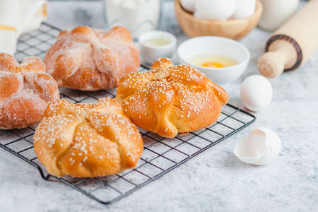 Pan de Muerto, ingredients for Mexican bread recipe traditional for day of the Dead in Mexico Фото со стока - 157359066