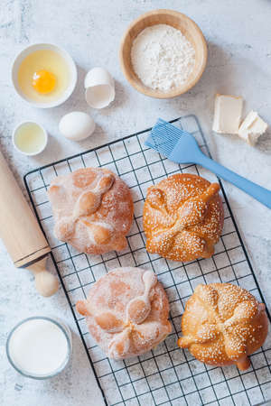 Pan de Muerto, ingredients for Mexican bread recipe traditional for day of the Dead in Mexico Фото со стока - 157359076