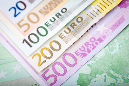 2 50: Euro Banknotes