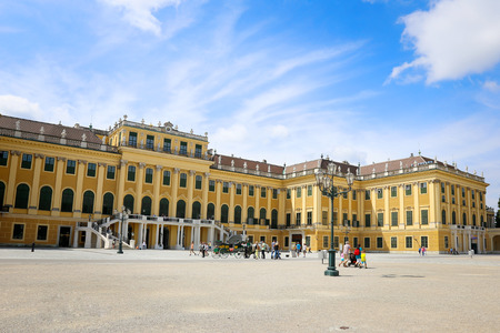 schonbrunn palace: View of Schonbrunn Palace in Vienna, Austria