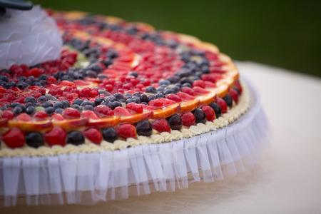 pastel de bodas: Pastel de boda de Frutas: fresa, ar�ndano, uva, frambuesa