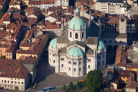 como: Medieval Como Cathedral on Lake Como in Lombardy, Italy