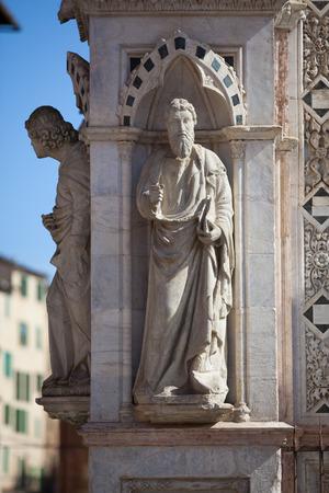 cappella: Siena, Tuscany. Statue of the Cappella di Piazza