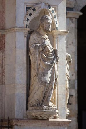 cappella: Siena, Toscana. Estatua de la Cappella di Piazza