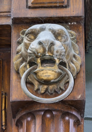 cz: lion bronze sculpture, doorway detail in Prague (CZ) Stock Photo