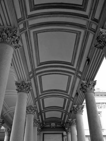 neocl�sico: arquitectura neocl�sica, la Catedral de Porche en Novara, Italia