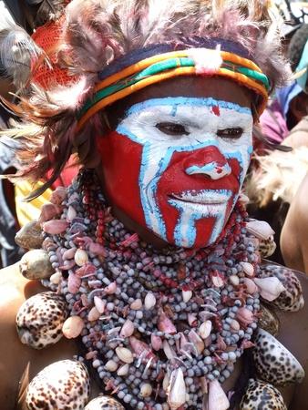 Nuova Guinea: Papua, Nuova Guinea - 16 settembre: Papua guerriero a Goroka Tribal Festival. Papua Nuova Guinea il 16 settembre 2011 Editoriali