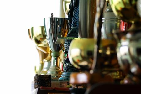 reconocimiento: cerca de las copas en un mueble