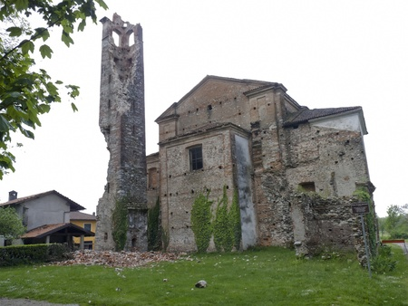 SUNO - MAY 6  Damaged ancient X century romanesque Pieve   heavy storm and thunders caused damage to this old church   May 6, 2012 in Suno,Italy Stock Photo - 13406027