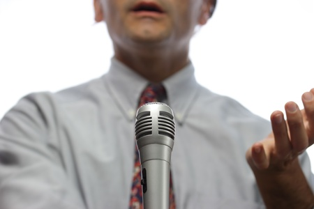 hablar en publico: micr�fono y altavoz fuera de foco P�blica Foto de archivo