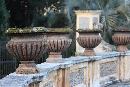 public park: jarrones decorativos en Villa Doria Pamphili Parque p�blico, Roma, Italia