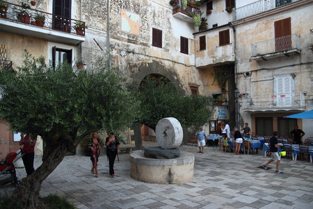 felice: SAN FELICE CIRCEO, ITALY - SEPTEMBER 13, 2014: People in the central square Piazza Vittorio Veneto on a summer evening