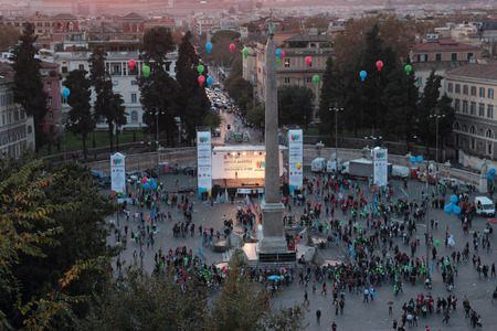 downsizing: ROME, ITALY - NOVEMBER 8, 2014: finishing demonstration at dusk in Piazza del Popolo against financial cuts and staff downsizing in the public services Editorial