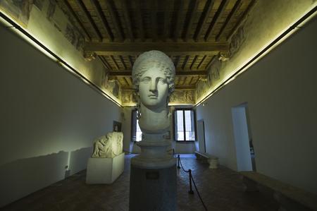 diosa griega: Hera diosa griega estatua de m�rmol retrato Editorial