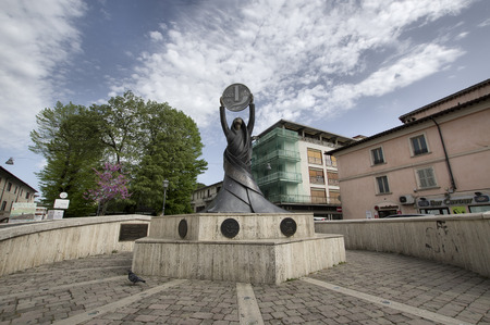 rieti: RIETI, ITALY - APRIL 16, 2016: Monument to the former Italian currency the Lira, Rieti was chosen for the placement of this monument for its symbolic value, since the capital  is recognized as the center of the peninsula Editorial