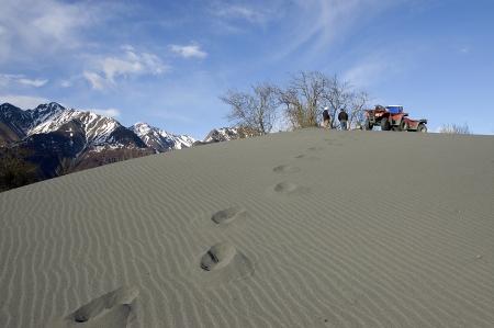 ATV's op de top van zandduin bij Alaska gletsjer Stockfoto