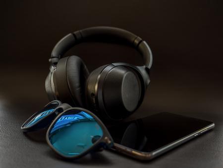 digital native Smartphone and Headphones on dark leather surface luxury Stock fotó