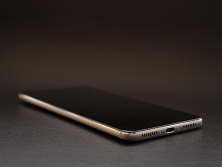 smartphone on a dark leather surface digital luxus brown Stock fotó