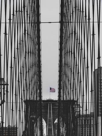 brooklyn bridge black and white with american flag in new york sad mood USA Archivio Fotografico - 108906197
