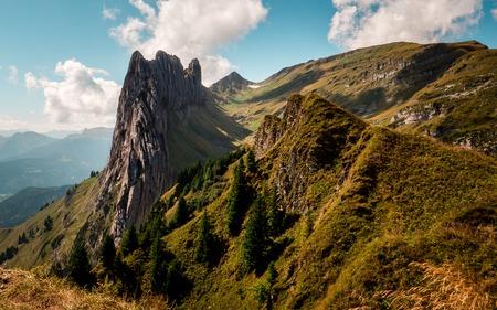 verrückte felsformation in den schweizer bergen alpstein, typ, der auf einem berg steht Standard-Bild