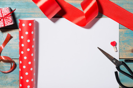 envelope: Valentines Day greeting card over wooden background. Top view with copy space Stock Photo