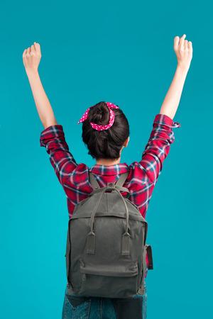 楽しんでトレンディなアジアの女の子の肖像スタイルのカジュアルなコンセプトのライフ スタイル都市ファッション。