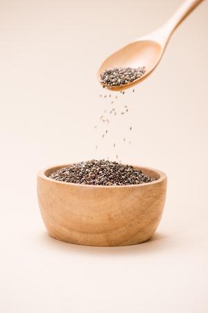 生、未処理、乾燥黒チア種子のクローズ アップ 写真素材