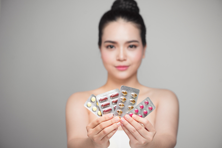 sobredosis: Healthy happy asian woman with pills in hand.