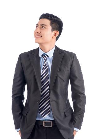幸せな自信を持ってアジア男立っている探しての肖像画彼の側で