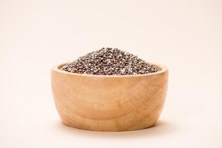 Close-up van rauwe, onbewerkte, gedroogde zwarte chiazaden Stockfoto