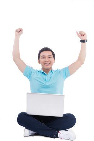 노트북을 들고 젊은 아시아 학생의 초상화