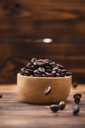 Coffee beans. Coffee cup full of coffee beans. Banco de Imagens