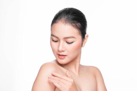 청소년 및 스킨 케어 개념입니다. 완벽 한 피부와 아름다움 스파 아시아 여자 초상화입니다.
