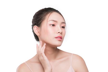 Gezichtsverzorging tegen huidveroudering. Jong wijfje met schone verse huid