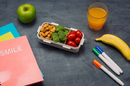 Lunch box with vegetables for a healthy school lunch on wooden table Stock fotó
