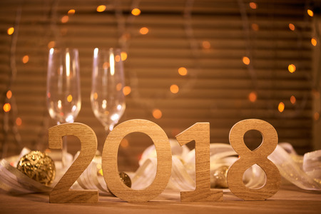 2018. New Years Eve viering achtergrond met champagne Stockfoto - 90965995